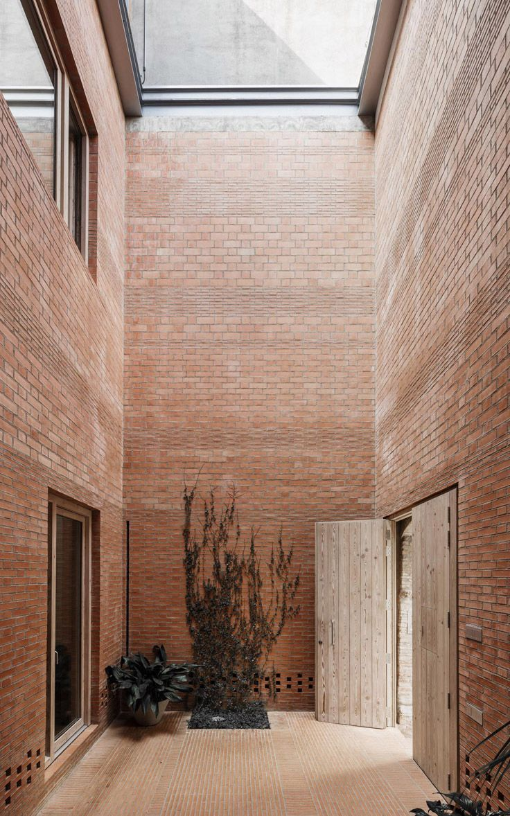House by H ARQUITECTES surprises with an ambiguous sequence of interior and exterior