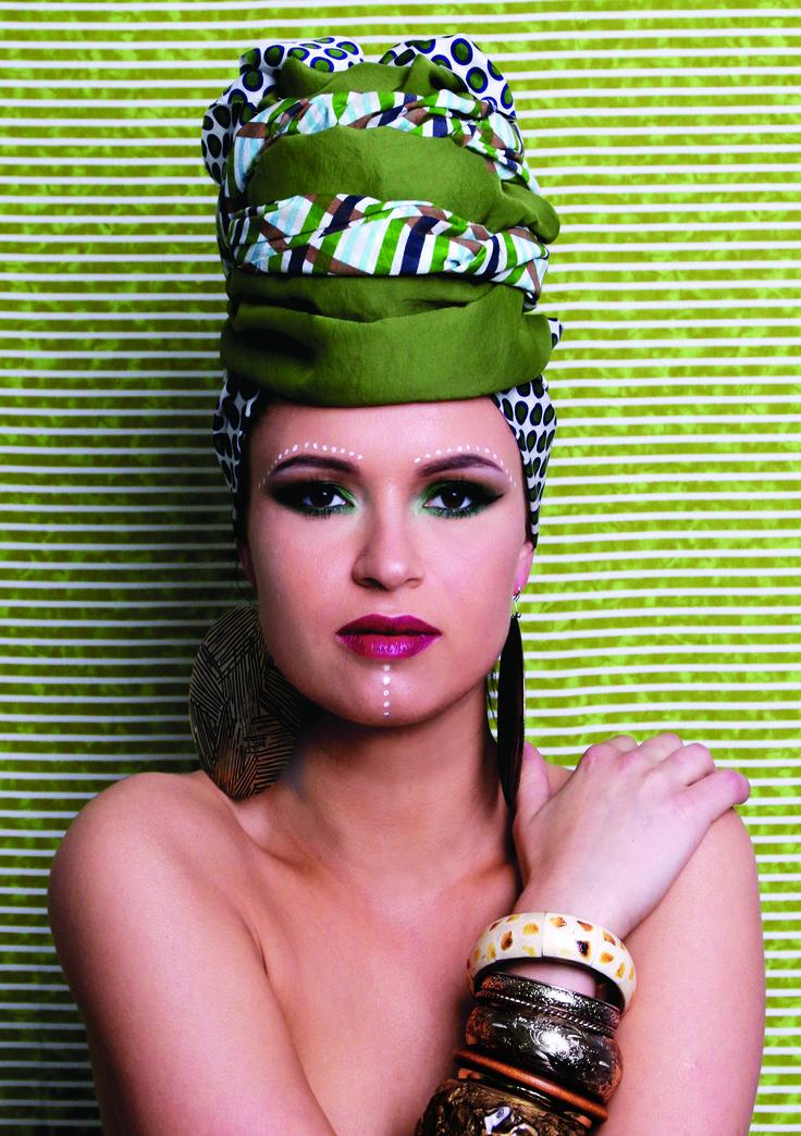I like long, romantic walks down the makeup aisle. #groziodraugas #afro #hair #haircare #photoshoot #redlips #style #fashion #green