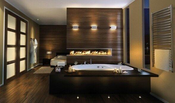 Ein einfaches, aber elegantes zeitgenössisches Badezimmer in ein offenes Konzept-Schlafzimmer ist mit Holz und weiches Licht gefüllt. Der Granit-Arbeitsplatte ist schwarz wie Nacht aber glänzt mit reflektiertem Licht.