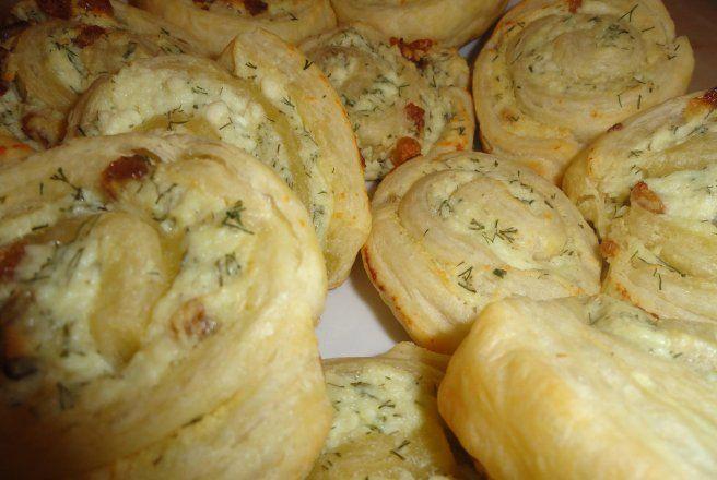 Retete Culinare - Melci din foietaj cu branza de vaci