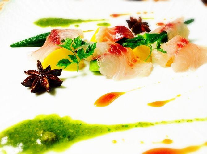 イサキと夏野菜のマリネ  ハーブとスパイスの二種のソース