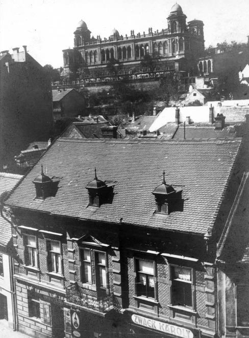a Gül baba türbe köré épített Wagner-villa a Frankel Leó út (Zsigmond utca) felől nézve.