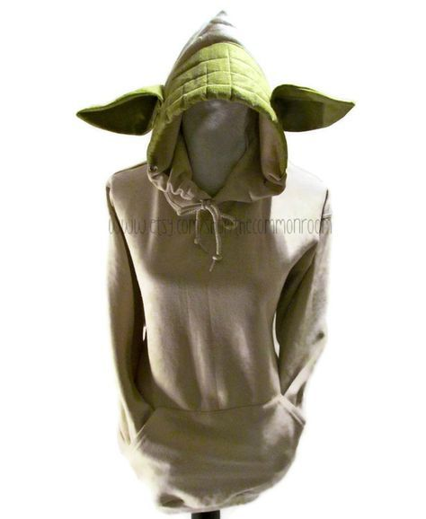 Sudaderas de Yoda, Hello Kitty y Dobby. I kinda want this hoodie