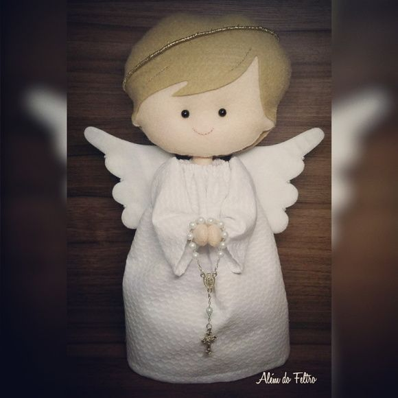 Anjo em feltro para decoração de batismo, ou para presentear os convidados.