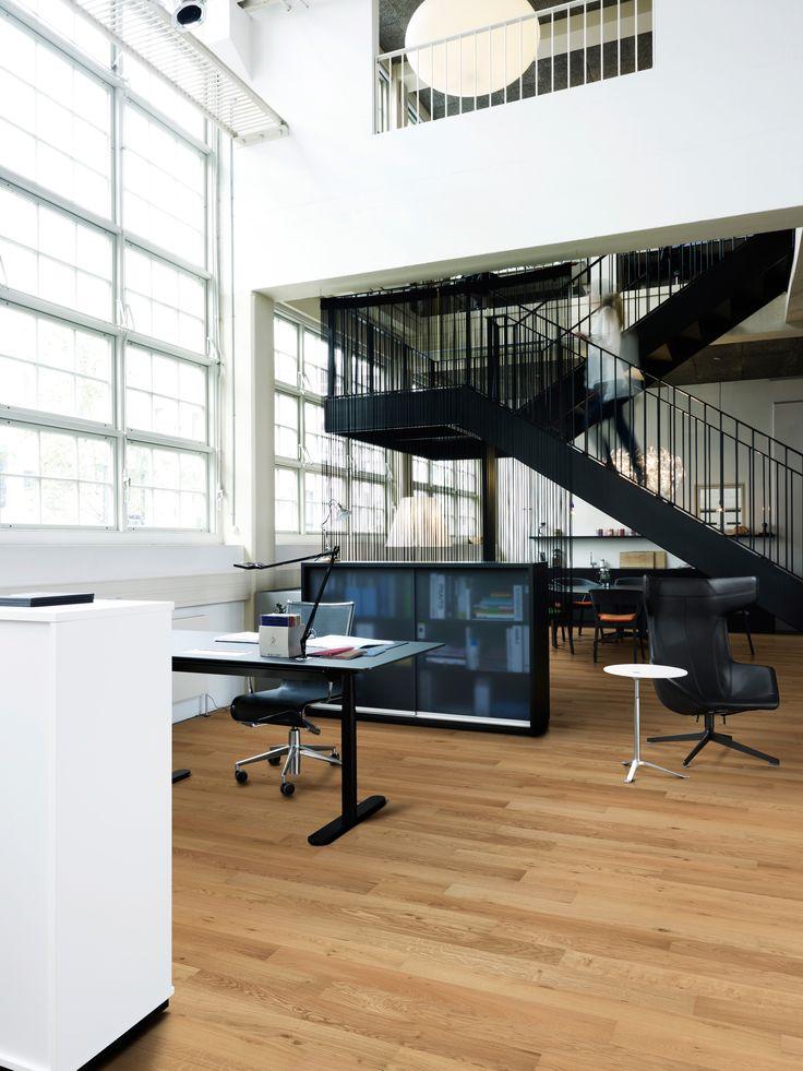 2-Stab Kollektionen von Kährs Parkett passt perfekt zum Büro | Mehr dazu auf: www.kahrs.com