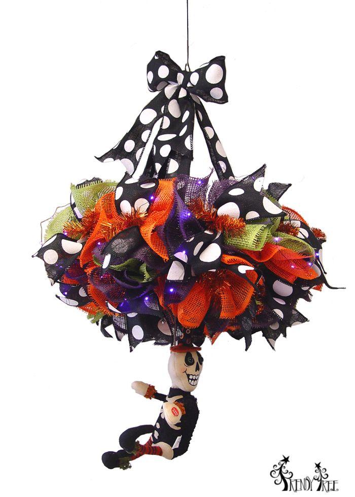 Tutorial to make this skeleton hanging chandelier. #halloween #chandelier #halloweenchandelier
