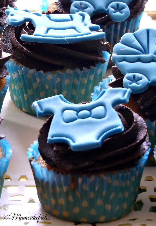 Cupcakes alla mandorla e ganache al cioccolato fondente per nascituro
