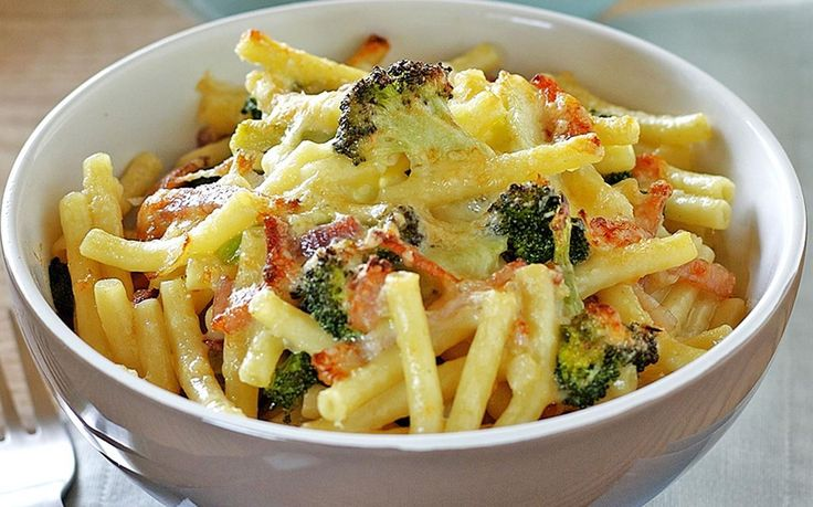 Pop some healthy veggies into the kids favourite macaroni and cheese dish. With grated carrot, broccoli and crispy bacon rashers there's no need to feel guilty about this cheesy pasta delight. Recipe by the Australian Women's Weekly.
