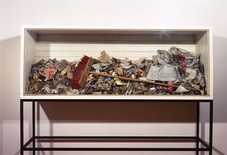 Joseph Beuys, Ausfegen, 1972. Installation