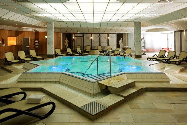 Schwimmbad / Pool | H+ Hotel Wiesbaden Niedernhausen
