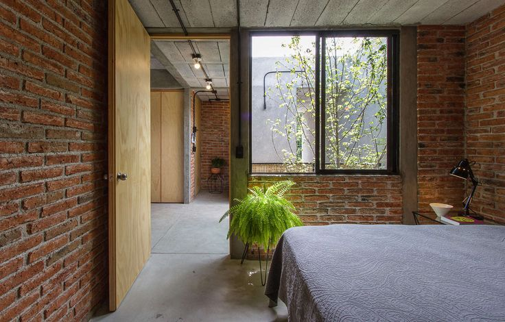 Acting as both a space for living and working, 'Casa Estudio' is a modest-sized home located in a micro industrial area of Queretaro City. The regeneration p...