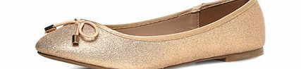 Dorothy Perkins Womens Nude glitter round flat pumps- Nude Nude glitter textured round toe flat ballerina pumps with bows. 100% Textile. http://www.comparestoreprices.co.uk/womens-shoes/dorothy-perkins-womens-nude-glitter-round-flat-pumps-nude.asp