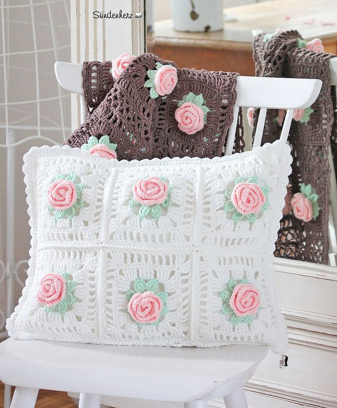 Crochet Flower Cushion | by Sündenherz Más