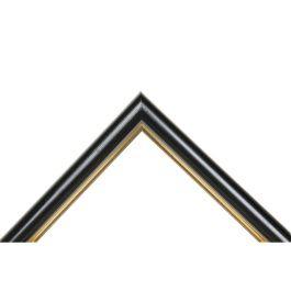 Classic Royal Black är en mycket fin blank svart ram med en guldkant mot insidan. Mellan färgerna finns en grå repa som slätar ut kontrasten effektfull. En av våra finaste svarta lister med en riven yta, som gör ramlisten levande och tilltalande. Bredden är mycket omtyckt och passar därför både till små och stora ramar. Den svarta ramen är populär till foton, konst, canvas, glasinramningar, pannåer, oljemålningar och inramningar av akryl. Passar mycket bra till svartvita fotografier. Bredd…