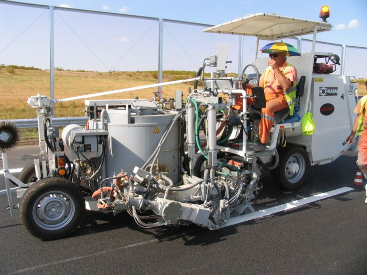 HOFMANN H26-3 road marking combi-machine for thermoplastics MultiDotLine®Plus as well as for sprayable thermoplastics, 2 guns for sprayable thermoplastics, one 450 l container usable as pressurized as well as unpressurised container, heated by diesel oil   http://www.hofmannmarking.de/en/player3.php?id=97