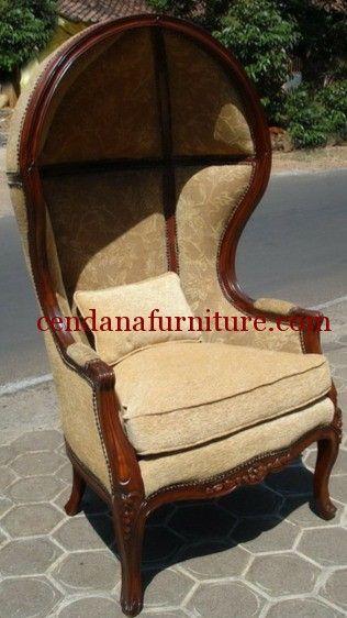 Kursi Single Sofa Kurung terbuat dari kayu jati yang kami sempurnakan dengan finishing natural coklat dengan balutan busa serta kain jok beludru ciklat.