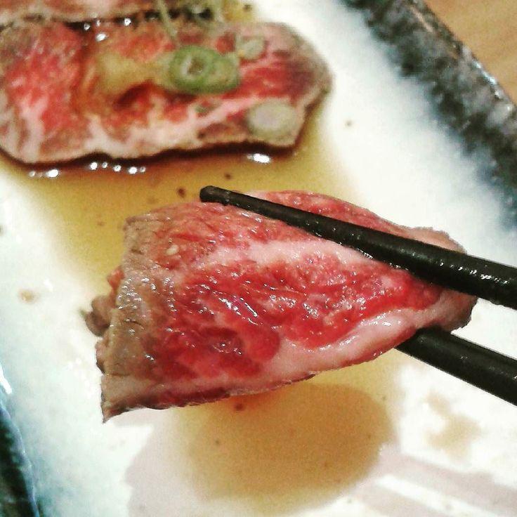 . Tataki de Wagyu ... Tremendismo bocado ! #wagyu #ternera #tataki #daikichi #carnaza #food #pornofood #delicatessen #gloriabendita #alicante by ximorrov