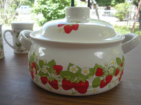 Large Strawberry Casserole Dish with Lid