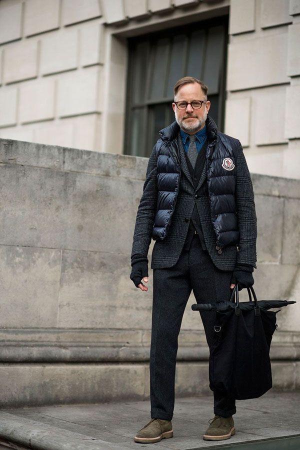 2017-01-27のファッションスナップ。着用アイテム・キーワードは40代~, ウールパンツ, カーディガン, シャツ, ジャケット, スラックス, ダウンベスト, チャッカブーツ, テーラード ジャケット, デニム・ダンガリーシャツ, バッグ, ブーツ, メガネ,Moncleretc. 理想の着こなし・コーディネートがきっとここに。| No:191914