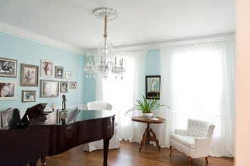 10 Things Decorators Want You to Know About What They Do They do more than pick pretty colors. Here's what decorators can do for you — and h...