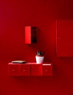 Met een beetje lef heb jij straks rode kastjes op een rode muur.