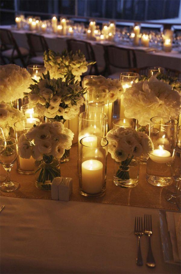 Casamento na praia em St. Barth - decoração da mesa dos convidados - flores brancas e  muitas velas