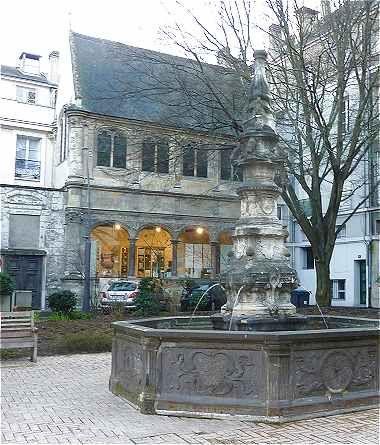 Tours-Chapelle Renaissance de l'Hôtel Beaune-Semblançay et sa fontaine-Quartier Colbert