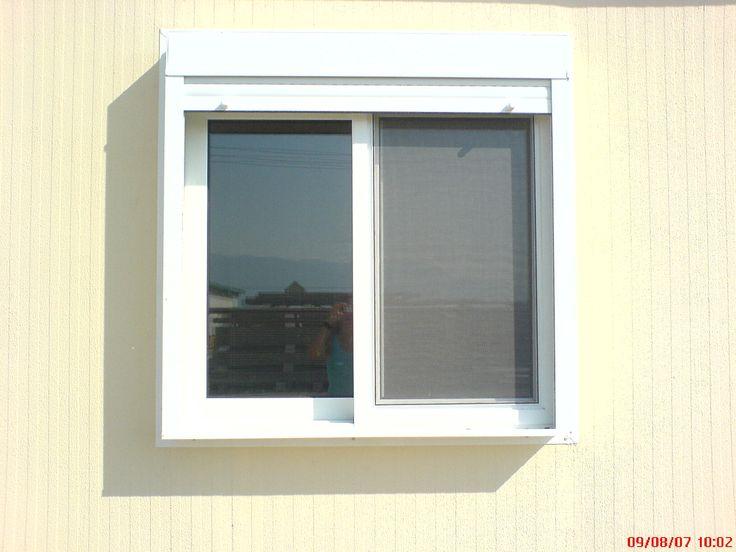 Λεπτομέρεια από παράθυρο αλουμιμίου. Συμπεριλαμβάνετε ρολό.
