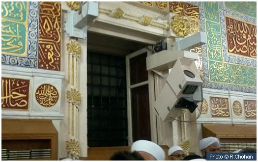 House of Abdullah bin Umar (may Allah be pleased with him) This window, in the qiblah wall opposite the Roza Mubarak is where the door of the house of Abdullah bin Umar (may Allah be pleased with him) was situated. Abdullah bin Umar (may Allah be pleased with him) was the son of the Caliph Umar bin Khattab (may Allah be pleased with him).