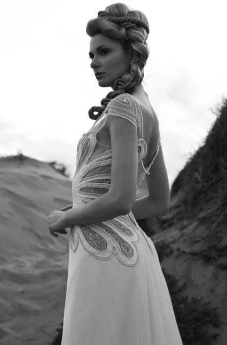 Redazionale fotografico per Sposa Moderna Magazine - maggio/agosto 2012 Producer: Valentina Guidetti Abito #jamaltaslaq #wedding #weddingdress  #weddingideas #ideas #matrimonio #abitosposa