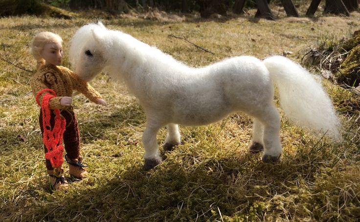 Itsehuovutettu valkoinen 1:12 poni 🐴