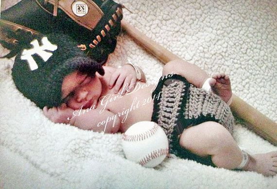 Newborn NY Yankees baby cap and diaper cover by AvaGirlDesigns