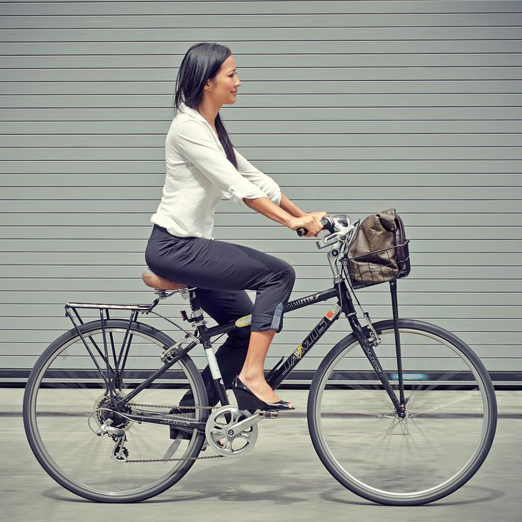 women's bike pants! screw levi's and their notion that only men are interested in fashionable non-lycra bike wear.
