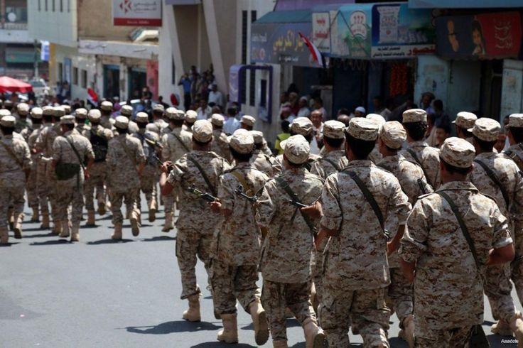 Bentrok dengan Al Qaeda 3 tentara Yaman tewas  SHUQRA (Arrahmah.com) - Sedikitnya tiga tentara tewas dalam bentrokan dengan pejuang Al Qaeda di Yaman selatan dalam sebuah operasi militer yang diluncurkan oleh pemerintah yang didukung oleh negara-negara Arab dan Barat yang dipimpin oleh AbdRabbu Mansour Hadi ujar sumber keamanan.  Mereka mengatakan sedikitnya 10 tentara lainya terluka ketika tentara disergap di kota Shuqra pada Selasa (3/1/2017) dan bentrokan intens terus berlanjut hingga…