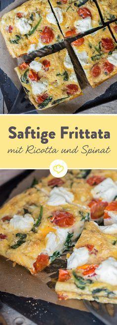 Das perfekte Low-Carb-Dinner: So ein fluffiges Omelette ist nicht nur für Frühstücker geeignet, sondern schmeckt auch als schnelles, leichtes Abendessen. Saftige Frittata mit Ricotta, Tomaten und Spinat