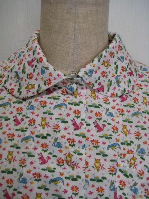 ローズピンクのリス?が可愛いリバティプリントちょうちん袖のブラウスを作りました。くるみ釦は、生地の動物や植物の模様を使って作りました。袖山と後切替と裾にギャザ...|ハンドメイド、手作り、手仕事品の通販・販売・購入ならCreema。