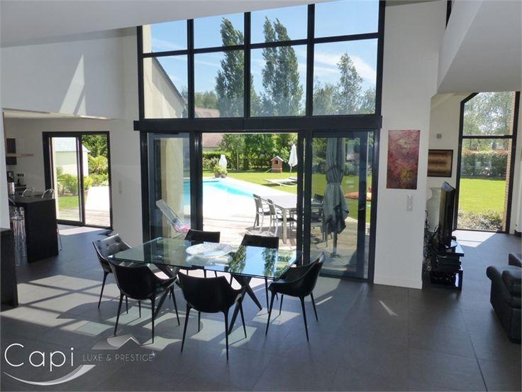 Superbe villa d'architecte à vendre chez Capifrance à Orléans.    Elle possède de multiples atouts : salle de réception de 85 m², 250 m² habitables, 6 pièces dont 4 chambres et un magnifique jardin arboré.     Plus d'infos > Nathalie Tillay, conseillère immobilière Capifrance.