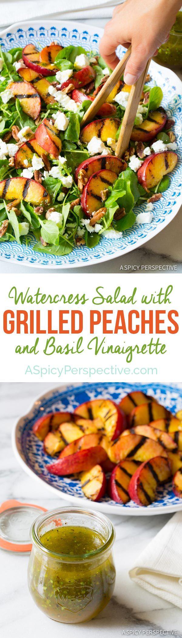 Ensalada de berros increíblemente sencilla con melocotones a la parrilla y vinagreta de albahaca en ASpicyPerspective.com #salad #peaches