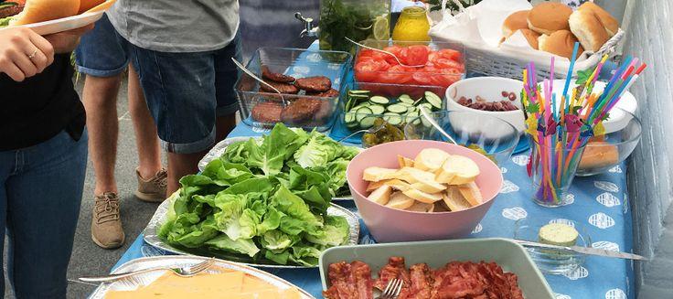 BBQ receptenMaak met de recepten een feest van je barbecue! Bereid heerlijke gemarineerde spiesen met vlees, vis, garnalen of groente geserveerd met een lekkere salade en gepofte aardappelen. Met de …