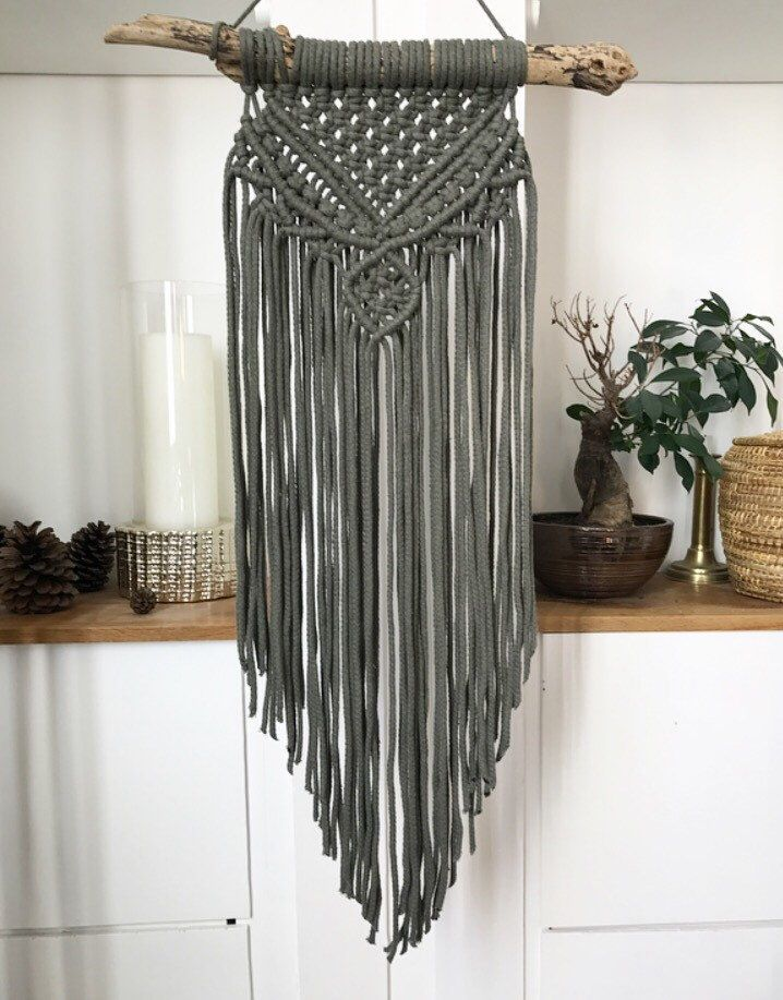 25 best ideas about macrame wall hangings on pinterest handmade wall hanging macrame art and. Black Bedroom Furniture Sets. Home Design Ideas