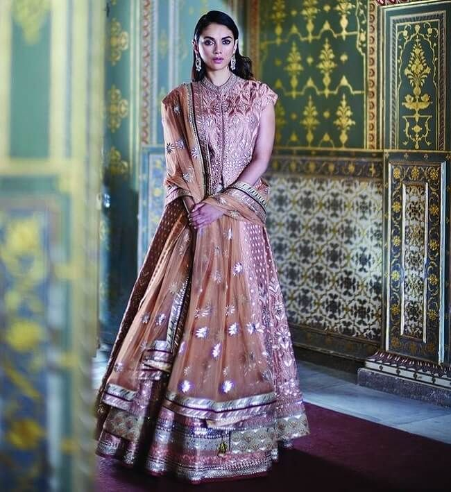 27 Bollywood Celebrity Real Life Lehenga Designs Photos Looksgud In Lehenga Designs Indian Fashion Designers Boho Chic Fashion