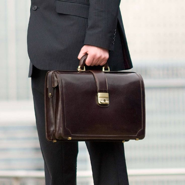 The perfect lawyer briefcase, The Basilio.