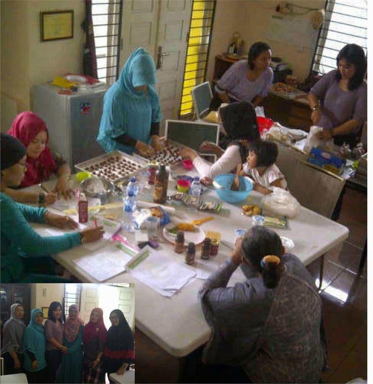 GriYa Foods: Kelas Aneka Cookies di Ikuti oleh Ibu-Ibu Binaan P...