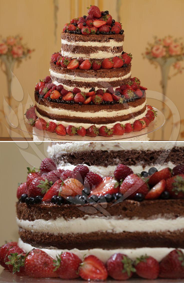 #cake #candybar #love #wedding #weddingthemes #senneville #BunBun #magic #taste #sweets #weddingdesign #weddingtable #strawberry #nakedcake #babyshower #red