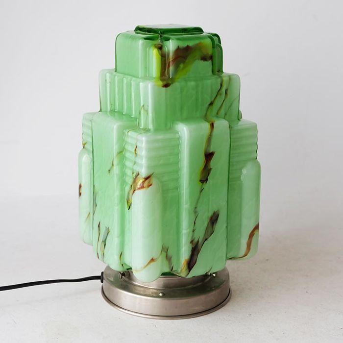 Art Deco stijl lamp met gemarmerd glas architecturaal gevormd - 2de helft 20ste eeuw