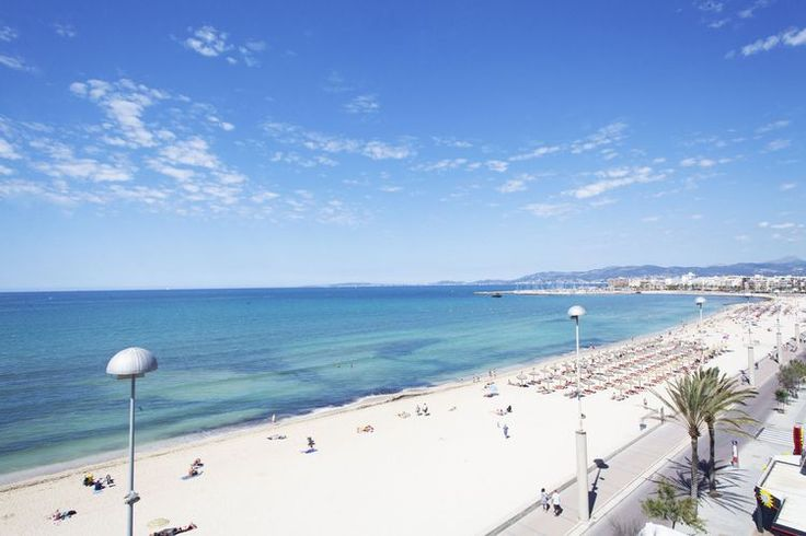 Aparthotel Fontanellas Playa, Playa de Palma, Mallorca. A 4 Star hotel located just 10 metres from the beach.