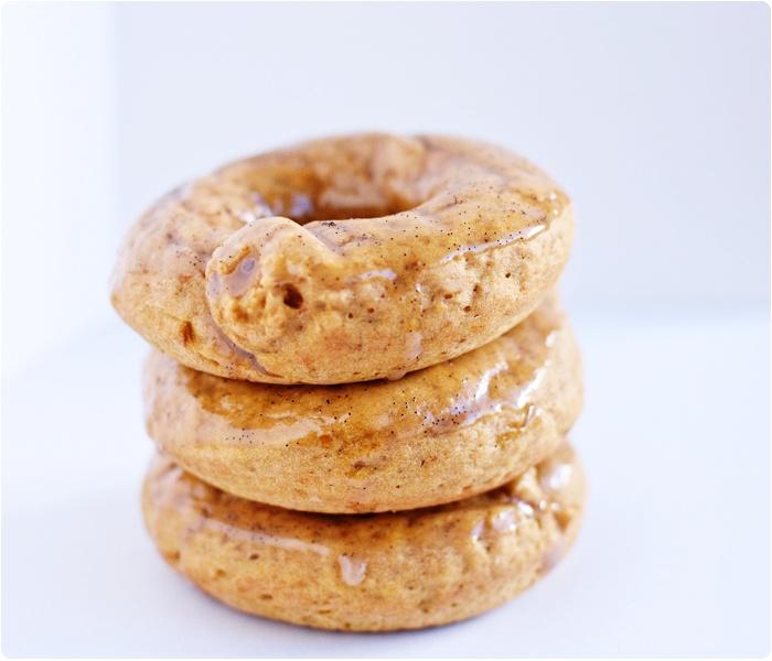Baked Pumpkin Doughnuts with Vanilla Bean Cinnamon Glaze... Breakfast ideas for the fall! #breakfast