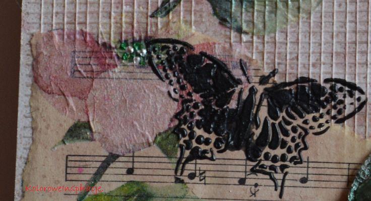 Dziewczyna w zielonej sukni_detale motyl