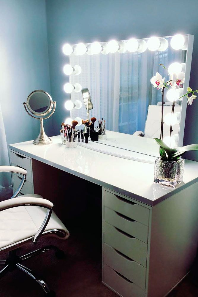 Best 25 corner makeup vanity ideas on pinterest for Corner table for bedroom