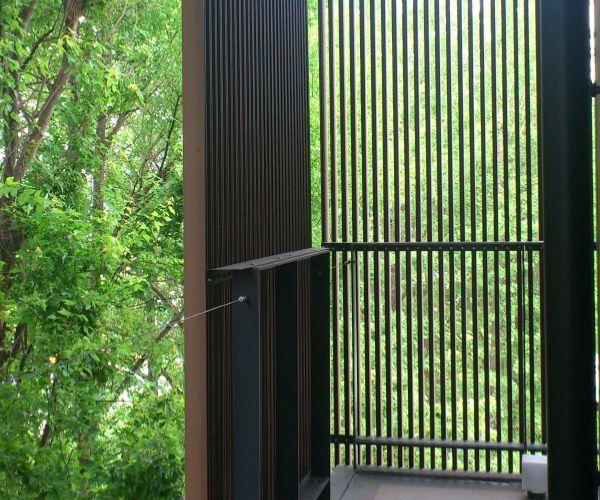 軽量 天然木を思わせるナチュラルな新素材ルーバー フェザールーバー